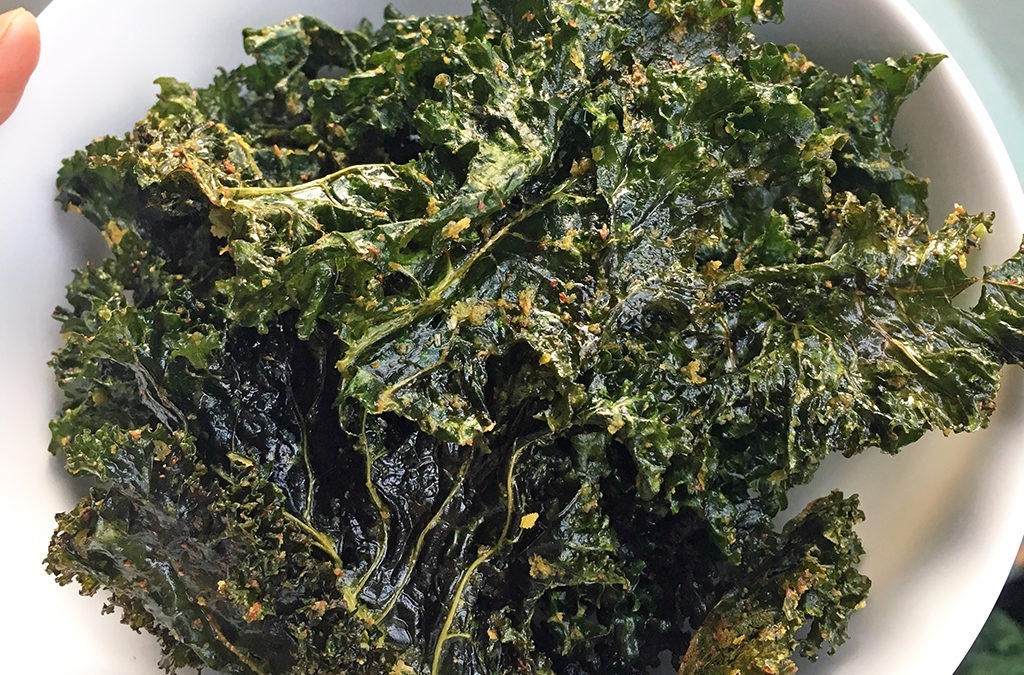 "Vegan ""cheesy"" garlic kale chips"